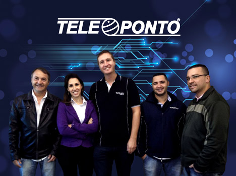 From the left: Daniel Bueno (Manager), Milena Ranalle (Import Department), Alexandre Borghesi, Rafael Rocha and Alan Ferreira (all part of the technical team).